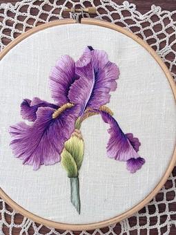 Работа с названием Фиолетовый ирис
