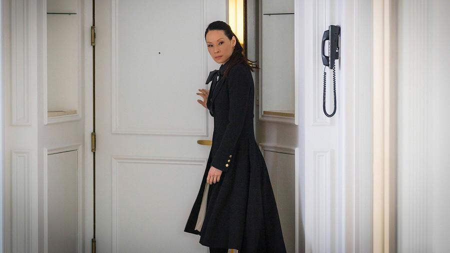 Кинообраз «Элементарно»: роскошные пальто Джоан Ватсон