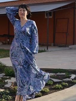 Работа с названием Летящее платье.
