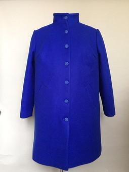 Работа с названием Синее синее пальто