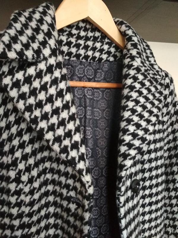 Пальто изткани вгусиную лапку