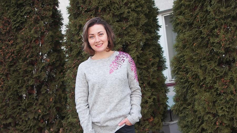 Как украсить свитер вышивкой
