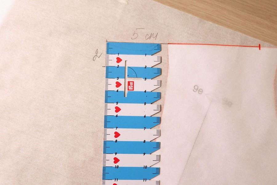 Моделирование лифа со спущенным плечом набазе выкройки Burda