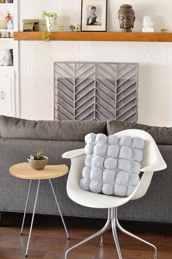 Чехол собъёмными «бомбочками» длядекоративной подушки: мастер-класс