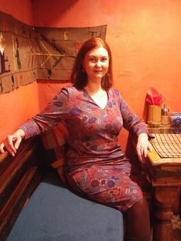 Работа с названием Платье-футляр в марокканском интерьере