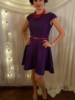 Работа с названием Пурпурное платья.