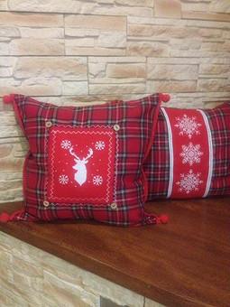 Работа с названием Рождественская диванная подушка