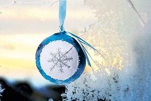 Новогодний шар «Снежинка» в технике валяния своими руками