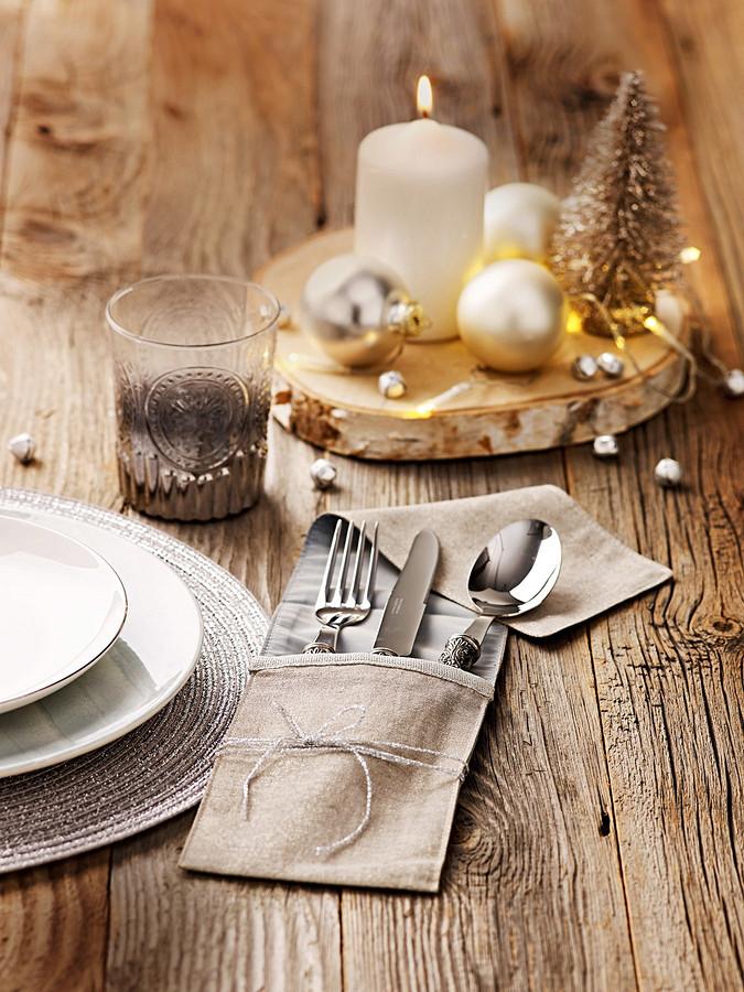 Декор новогоднего стола: чехол длястоловых приборов
