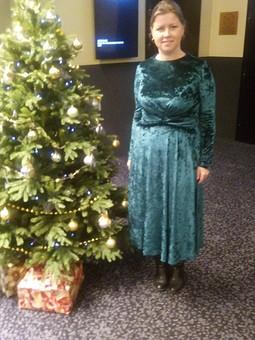 Работа с названием Бархатное изумрудное платье