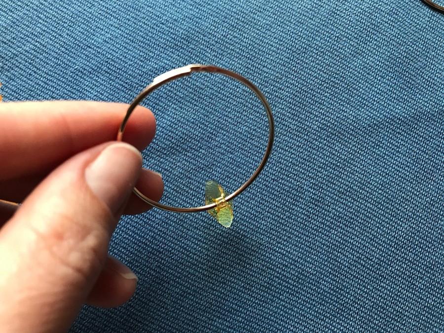 Как обычные серьги-кольца сделать праздничными