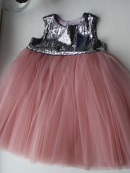 Работа с названием Фатиновое платье с пайетками
