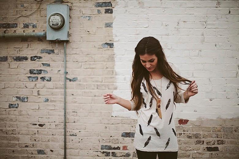 Украшаем трикотажную футболку трафаретным принтом: мастер-класс иидеи