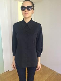 Работа с названием Чёрная блузка