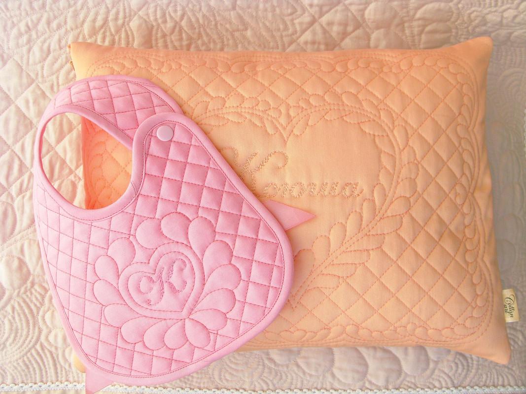 Детская подушка инагрудник сименем