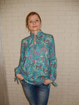 Работа с названием Весенняя блузка