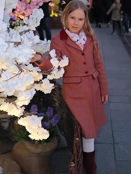 Работа с названием Пальто для дочери и внучки