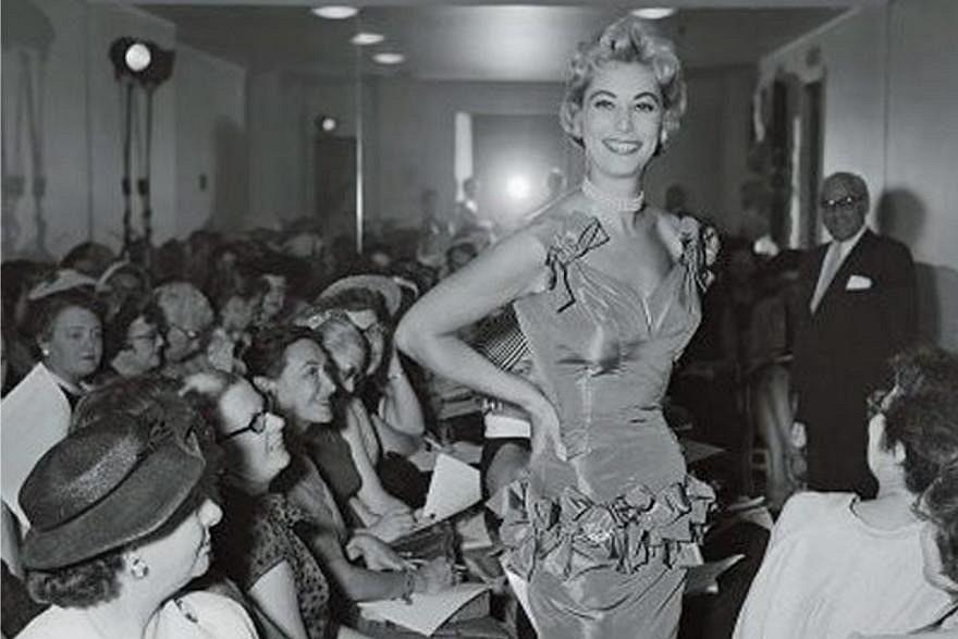 История дефиле иНедель мод