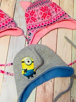Работа с названием Весенние шапочки