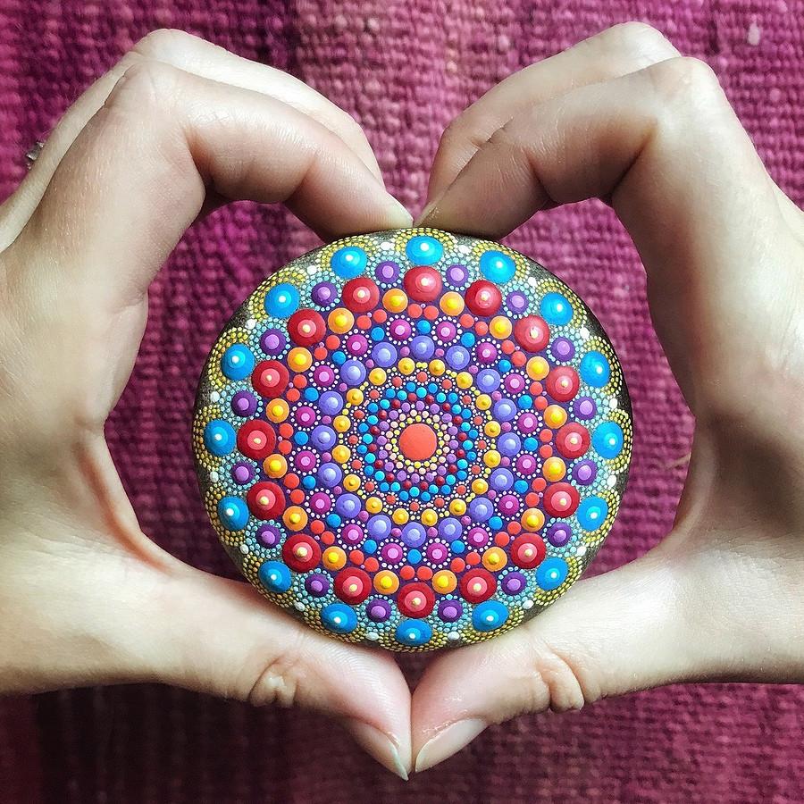 Расписные камни-мандалы длянастроения ивдохновения: instagram недели