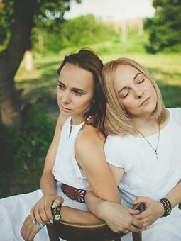 Работа с названием Фотосессия с сестрой