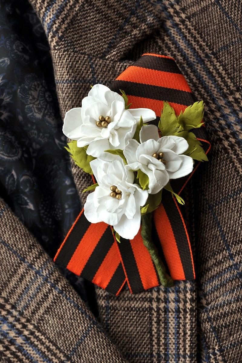 Георгиевская лента сброшью-цветком изфоамирана