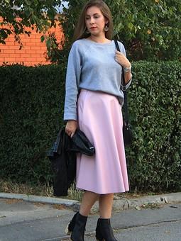 Работа с названием Пуловер и юбка из экокожи
