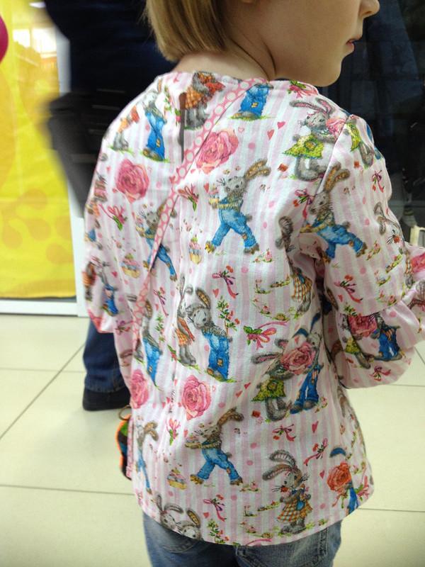 Блузка длядевочки скроликом Питером от Марина Т