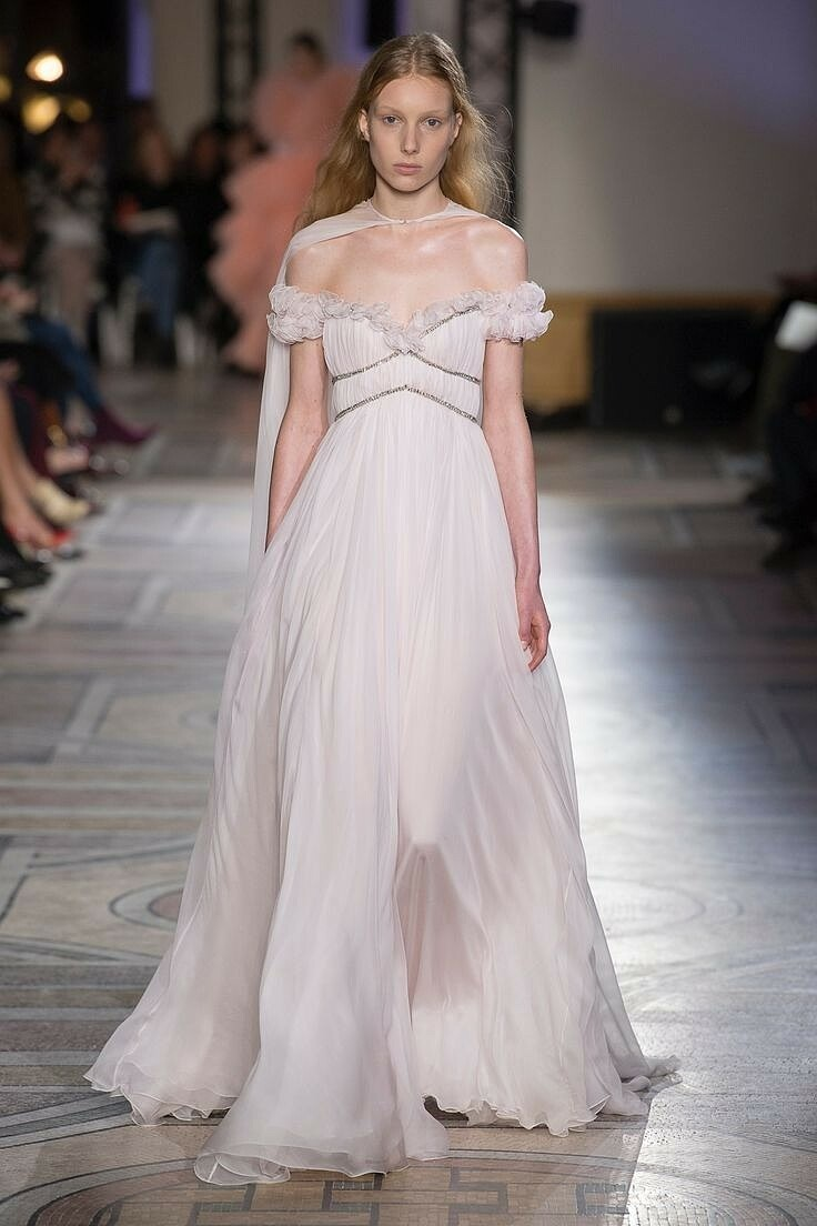 Платье недели: Эль Фаннинг внаряде отGiambattista Valli