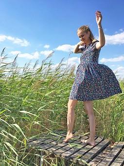 Работа с названием Легкое платье-разлетайка