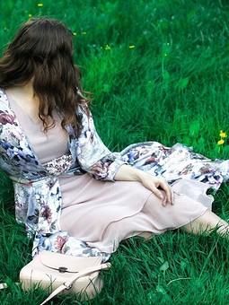 Работа с названием Шифоновое платье с шелковой накидкой