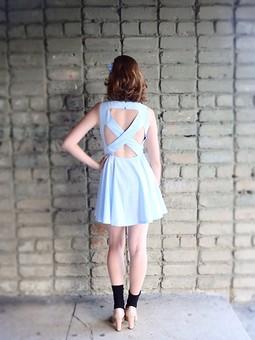 Работа с названием Платье цвета неба