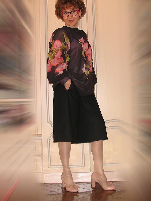 Блузка сфигурными проймами