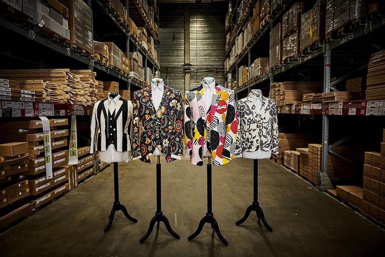 В тон диванам: Ikea представила линию костюмов изсвоих тканей