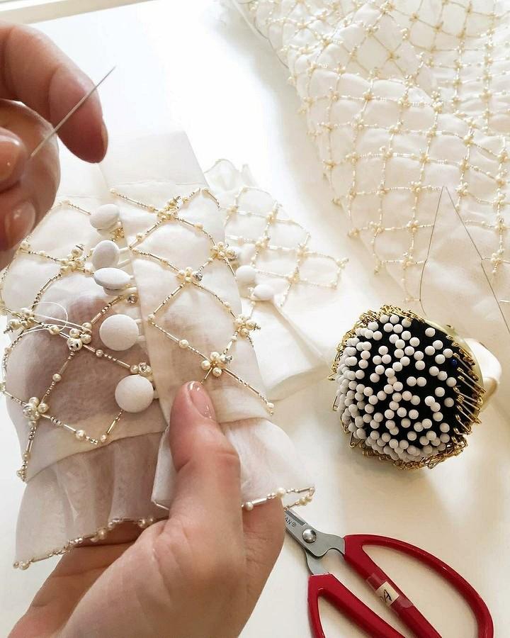 Декор одежды бусинами, бисером истразами: 33 идеи