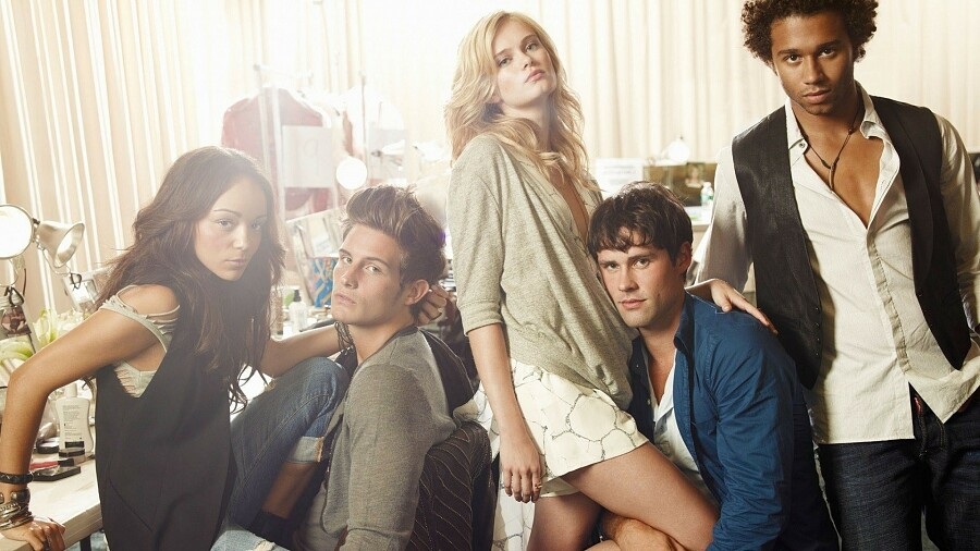 8 лучших сериалов омоде: от«Убийства Джанни Версаче» до«Секса вбольшом городе»
