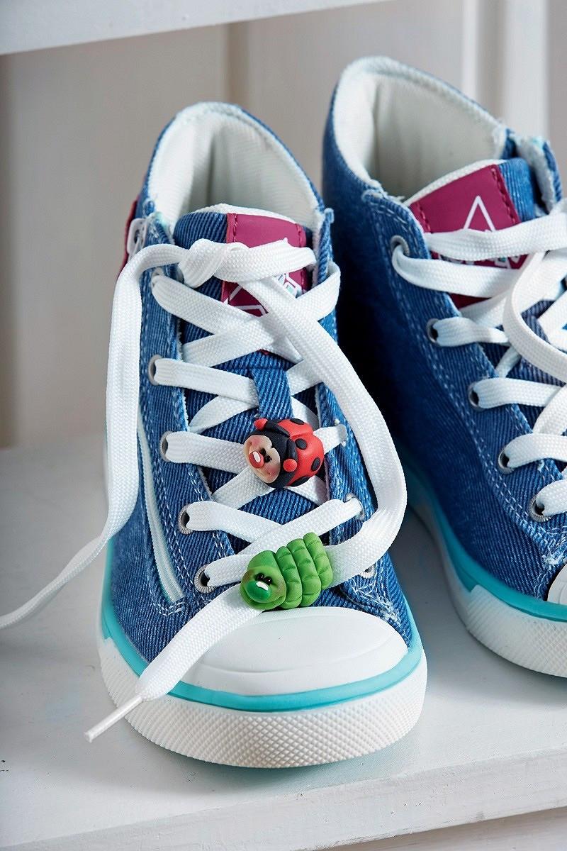 Завяжи шнурки! Украшаем детские кеды фигурками изполимерной глины