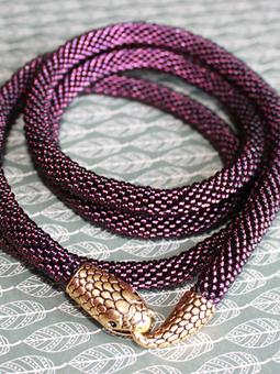Работа с названием Фиолетовый змееныш
