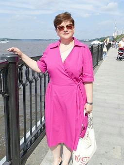 Работа с названием Платье из льна цвета фуксии.