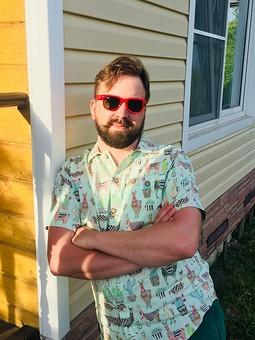 Работа с названием Мужская рубашка с принтом