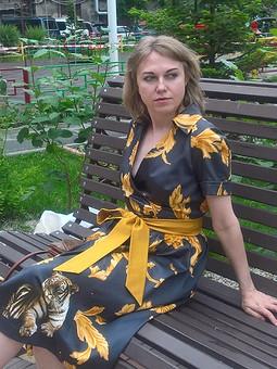 Работа с названием Платье с тиграми