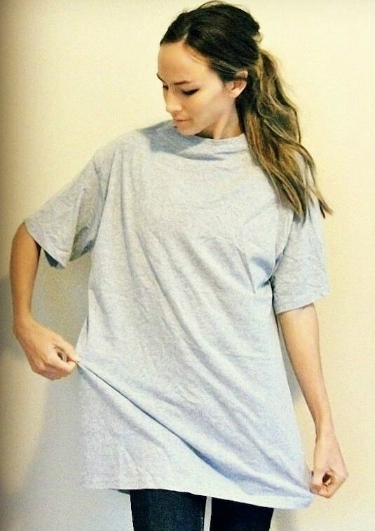 Как сделать измужской футболки женскую: мастер-класс