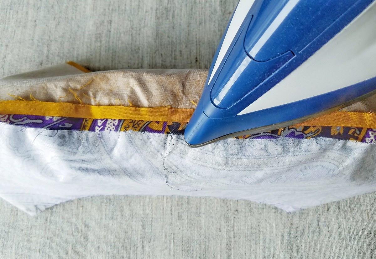 Обработка воротника платья сконтрастным переходным кантом
