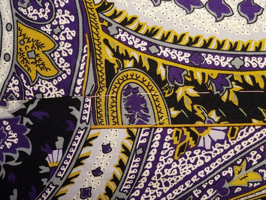 Обработка воротника, бортов иманжет платья сконтрастным переходным кантом