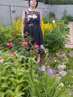 Работа с названием Платье, Купон, аппликации, французские узелки и море роз