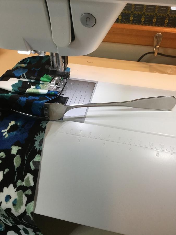 Лайфхак: как сделать складки спомощью вилки