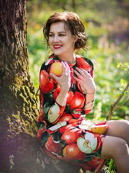 Работа с названием Скушай яблочко, мой свет...