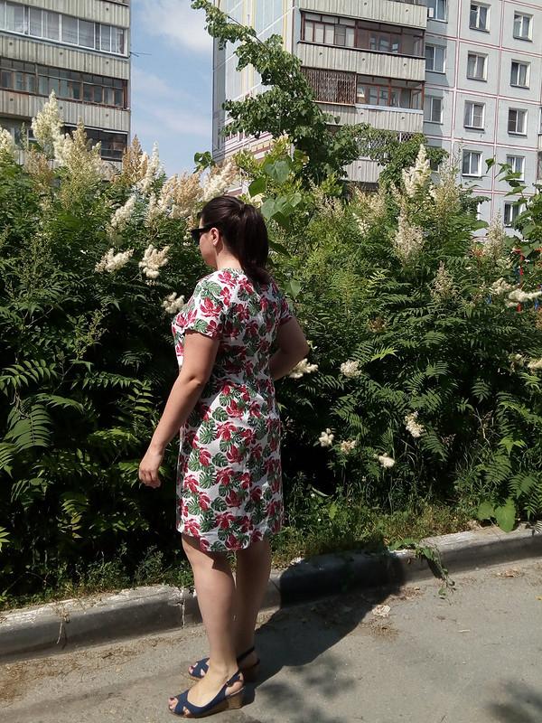 Льняное платье прямого силуэта