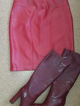 Работа с названием Красная мини юбочка