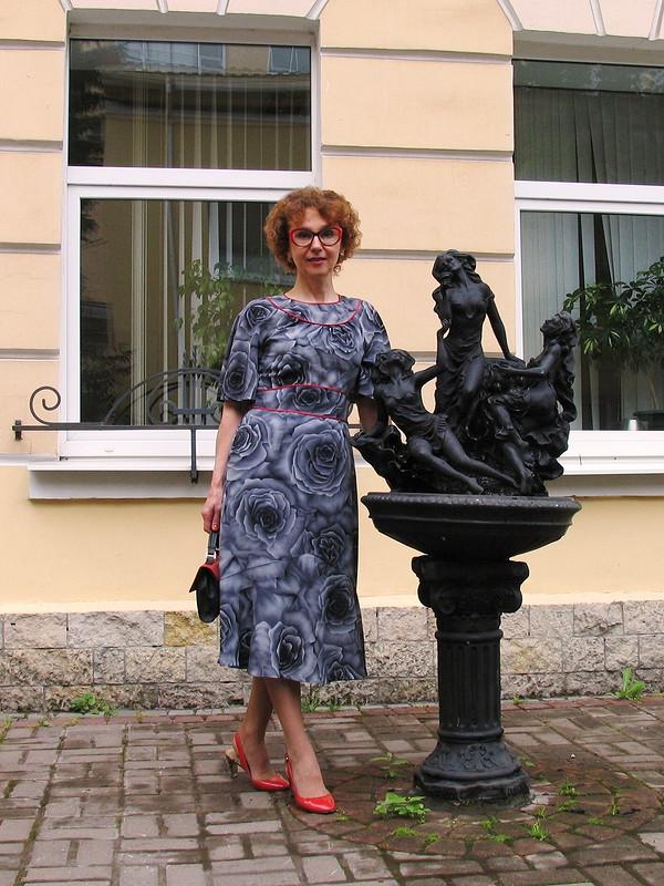 Платье срукавами-крылышками